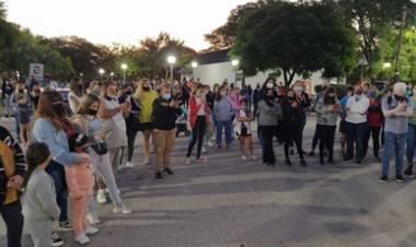 MARCHA Y PROTESTA EN MONTECRISTO CÓRDOBA , PARA PEDIR LA DETENCIÓN DE UN ACOSADOR.