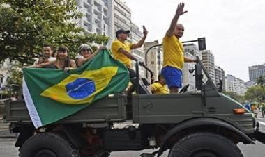 TENSIÓN EN BRASIL : BOLSONARO AMENAZÓ CON SUPRIMIR EL PODER DE LA CORTE SUPREMA.