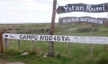 """TANTI, CÓRDOBA : ORGANIZAN TREKKING """"CON ROPA"""" A LA RESERVA NUDISTA."""