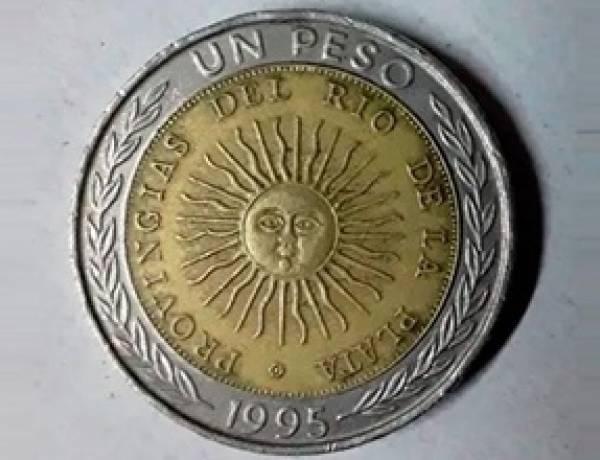 OFRECEN MONEDAS DE 1 PESO A $15 MIL POR UN INSÓLITO ERROR ORTOGRÁFICO.