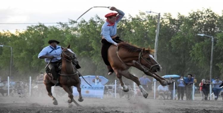 LA PAMPA : HABILITARON LAS JINETEADAS Y OTROS EVENTOS TRADICIONALISTAS.
