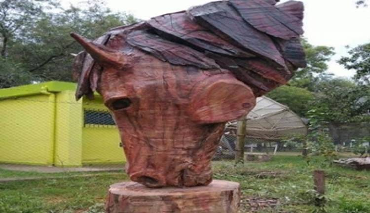 LABOULAYE,CÓRDOBA :  SORPRENDENTE Y NOTABLE ESCULTURA ECUESTRE DE MADERA.